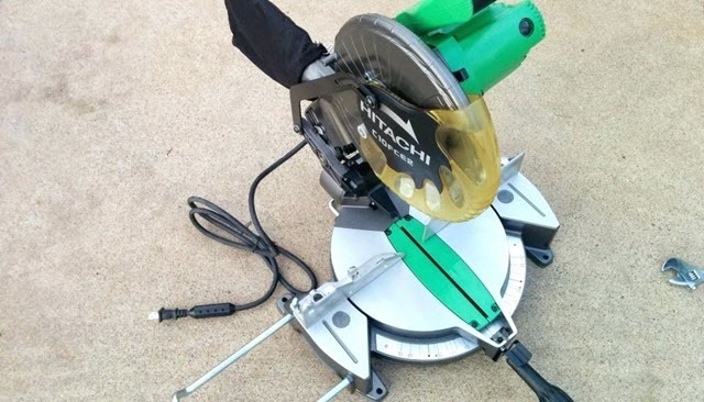 Hitachi C10FCE2 Single Bevel Compound Miter Saw