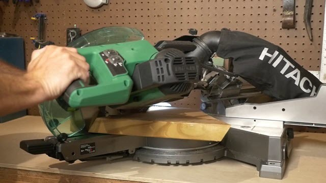 Hitachi C10FCG Single Bevel Compound Miter Saw