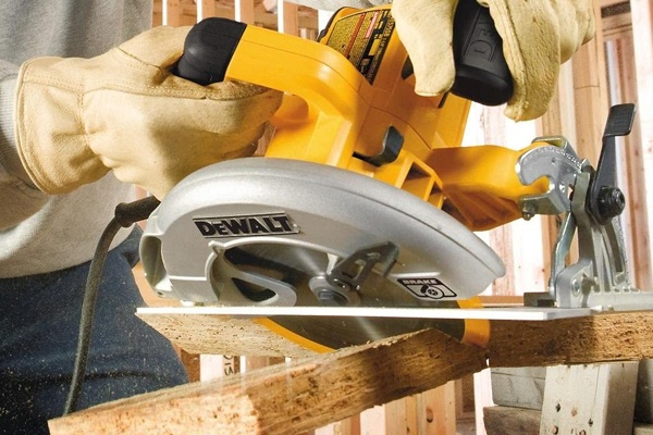 Side View of Dewalt DWE575SB Circular Saw